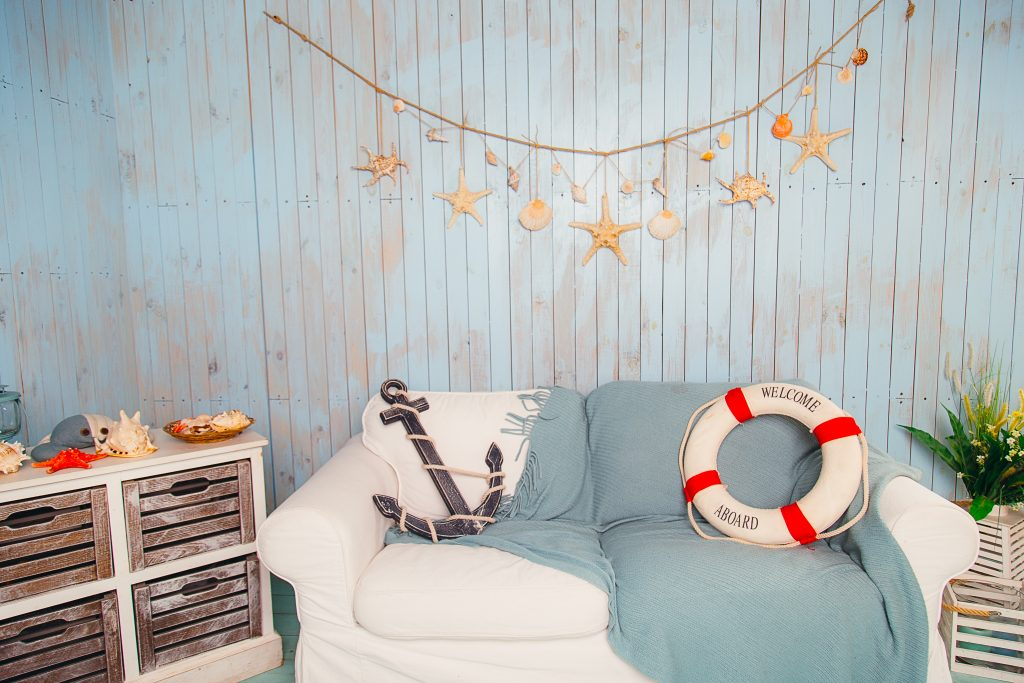 summer design tips 2019, beach house, beach decor, bedroom, interior design, seashells, distressed wood