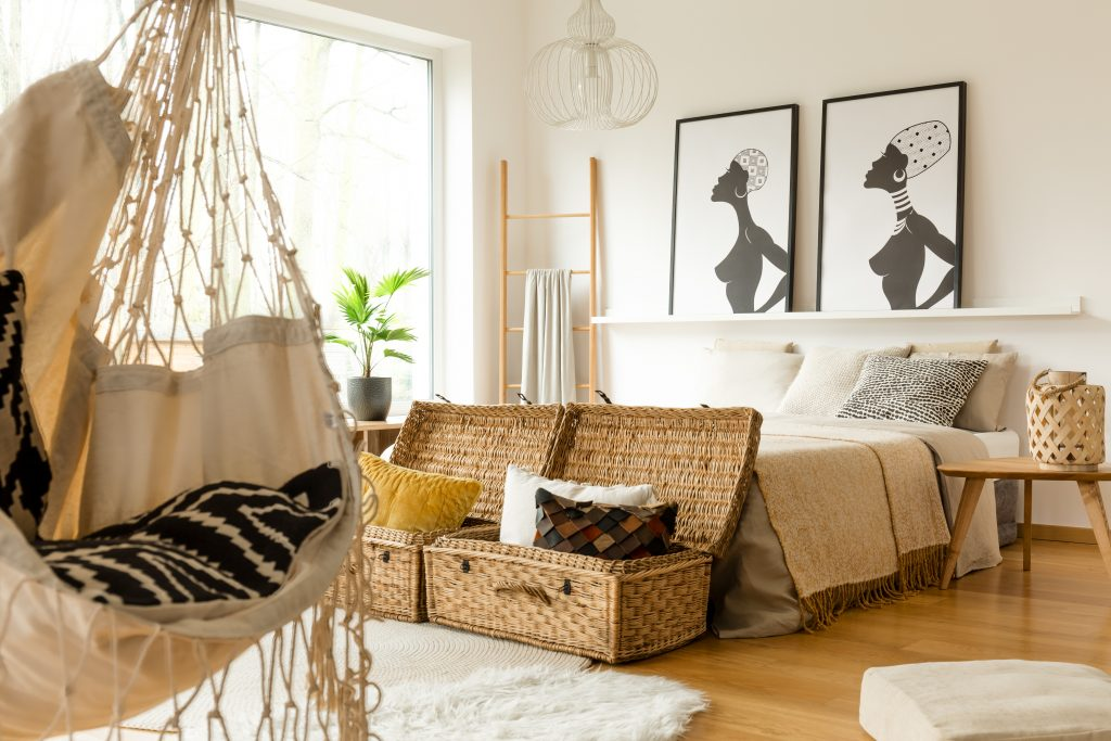 summer design tips 2019, boho chic, hanging chair, wicker, neutral colors, bedroom, interior design